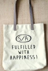 アフタヌーンティーで購入した小泉里子さんコラボシリーズのトートバッグ