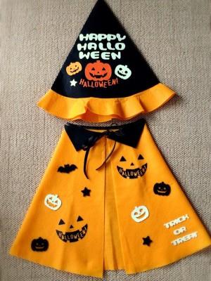 100円ショップのハロウィングッズで作ったハロウィンカボチャ柄マントと帽子です
